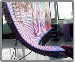 Demostración de la flexibilidad de las mantas de leds y los telones de leds.