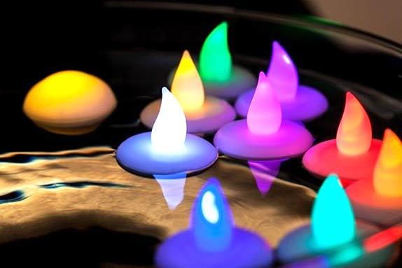 Velas LED flotantes